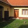 Kijárat az udvarra